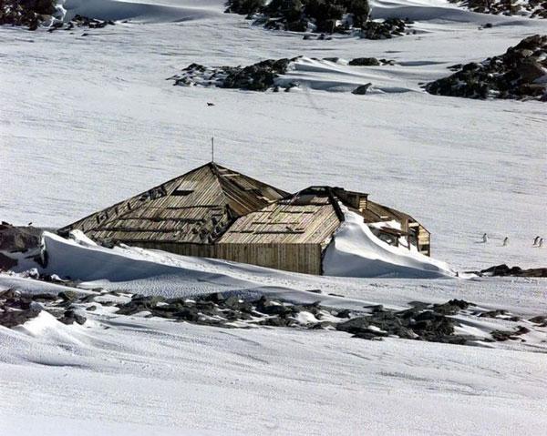 Mawsons Hut at Cape Denison - Feb 2006